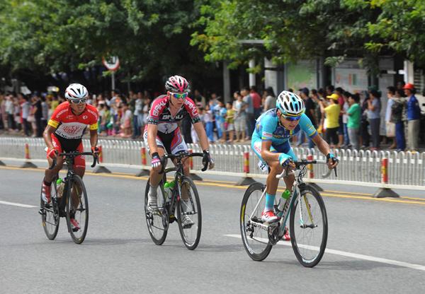 环岛自行车赛走进昌江